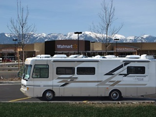 WalMartRVing - Pic via Yahoo/Group/walmartrving